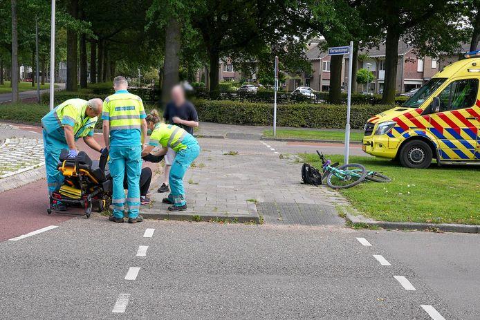 Ambulancepersoneel aan het werk.