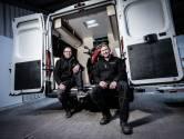 Broers Rick en Robin bouwen hun eigen grote camper: 'We moeten er in deze tijd samen iets van maken'