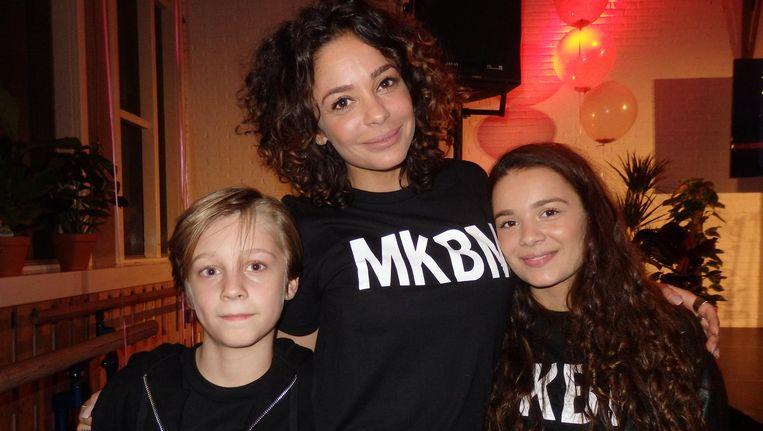 Fajah Lourens, groot inspirator met #MyKillerBodyMotivation, wint de Fit List Award 2016. Naast haar zoon Shai en dochter Irem, die háár grote inspiratie zijn Beeld Schuim