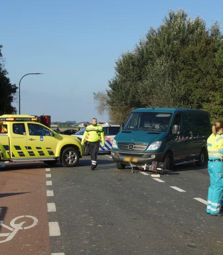 Twee fietsers gewond bij botsingen met bestelbus in Waspik