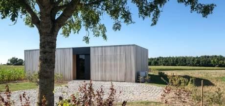 Jens conçoit une maison écologique avec vue sur les champs avoisinants