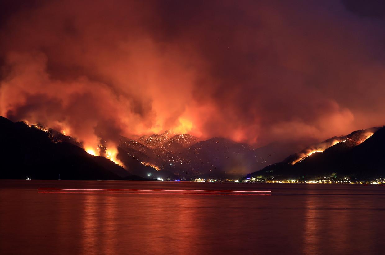 Een bosbrand in de wijk Marmaris in Mugla, Turkije.