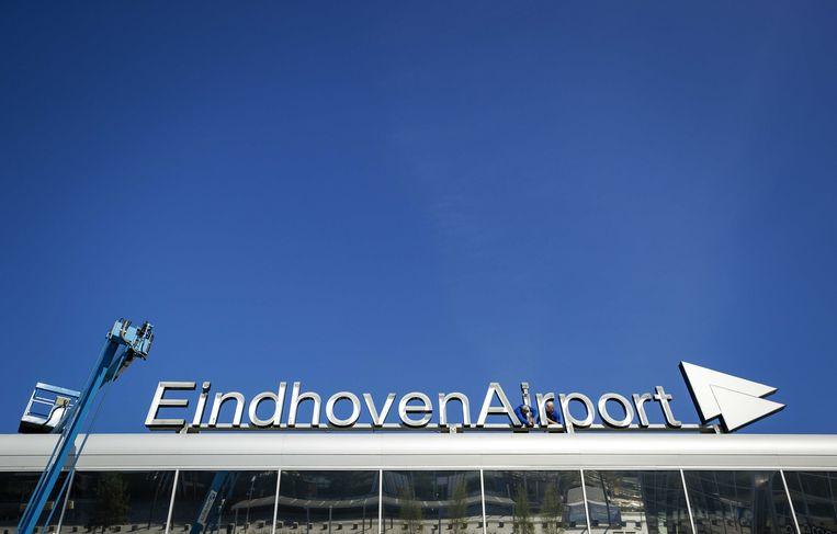 Een streeploze lucht boven Eindhoven Airport. Beeld ANP