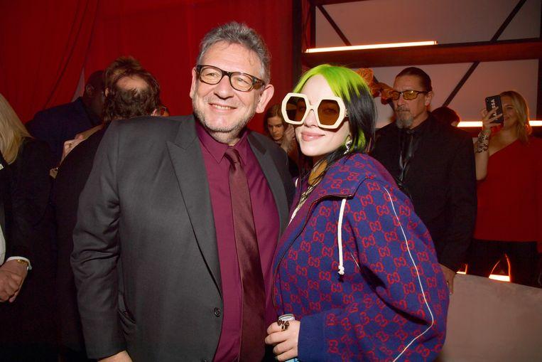 Sir Lucian Grainge, hier met zijn ster Billie Eilish, incasseert een bonus van 146 miljoen dollar bij de beursgang van Universal in Amsterdam. Beeld Getty Images for Universal Music