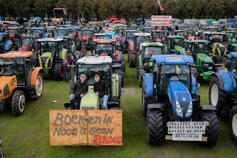 Boerenprotest op het Malieveld. Agractie, de organisator van het protest, verwachtte in totaal 2.200 tractors in Den Haag.