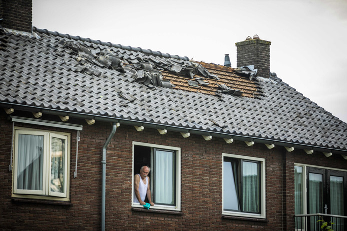 epa07626887 A damaged roof of a residential home after a whirlwind in n Rheden, the Netherlands, 04 June 2019, issued 05 June 2019. The heavy thunderstorms over the previous evening have caused disruption and damage throughout the country.  EPA/ROLAND HEITINK