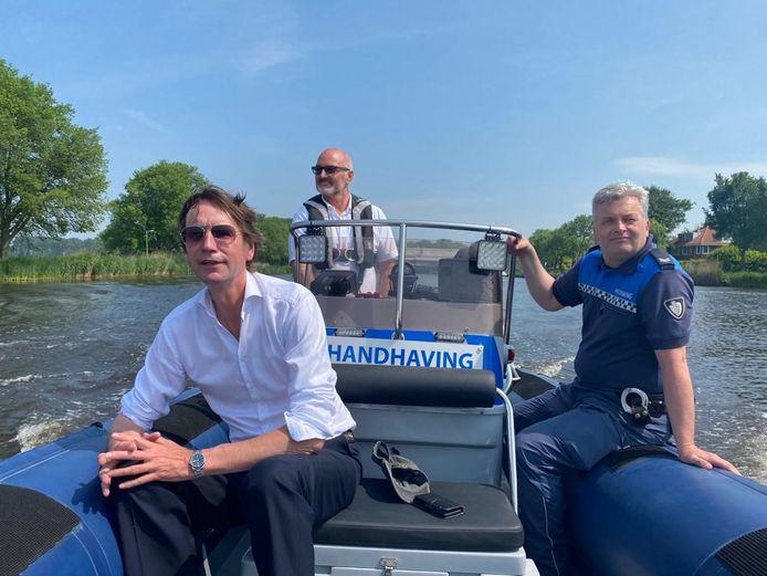 Amstelveen gaat nu ook zelf het water op om de overlast op de Amstel tegen te gaan.