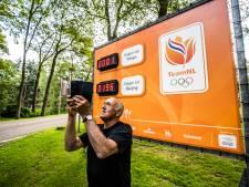 Selfie bij de Olympische aftelklok van Papendal