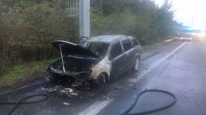 Voertuig uitgebrand langs E403, enkele kilometers file tijdens ochtendspits