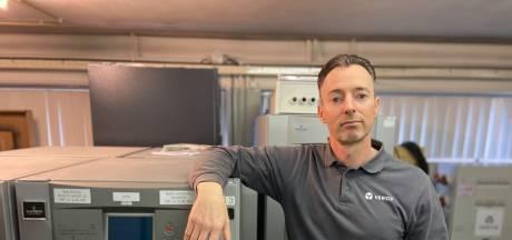 Danny (46) is service engineer: 'Als je een fout maakt kunnen alle computers uitvallen'
