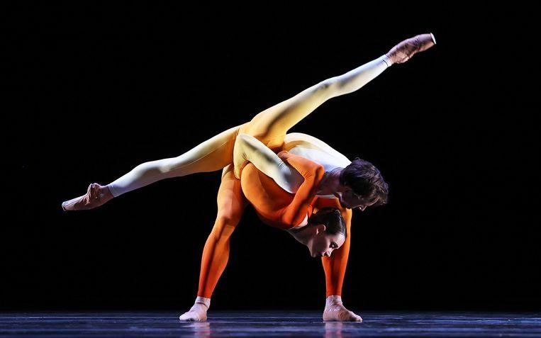 Eerste solisten Anna Ol en James Stout in Alignment van de Braziliaanse choreograaf Juliano Nunes, tijdens Spring Special van Het Nationale Ballet Beeld Hans Gerritsen