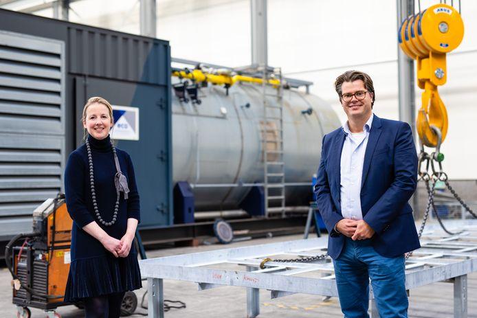 Natasja Leijser en haar voorganger Jeroen Bergen in de bedrijfsruimte van Eco Steam and Heating Solutions.