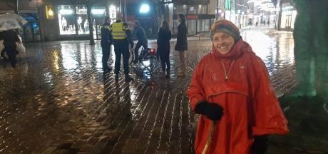 Onrust rond avondklok? Alleen in Zwolle stuurt politie handjevol 'vrijheidsstrijders' naar huis