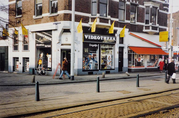 Videotheek Las Vegas in Rotterdam rond 1991.  Beeld Ger van der Linden