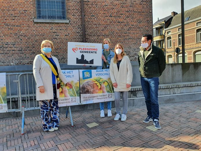 De gemeentebestuur kreeg voor haar engagement alvast het label van Pleegzorggemeente overhandigd.