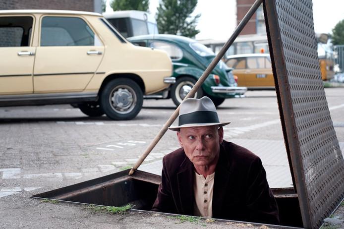 Sjoerd Pleysier als Simon Stokvis, rioolwerker en hoofdredacteur van 'De Bruine Rotterdammer'