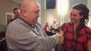 De voorzitters René Bastiaansen van de Dorpsraad Klein-Zundert en Anne Mutsters van de stichting Bij Anna ondertekenden dinsdag bij de Rondevergadering in Zundert een 'Parkdeal'. Daarin zijn afspraken vastgelegd over hoe er wordt omgegaan met de assortimentstuin in Klein-Zundert