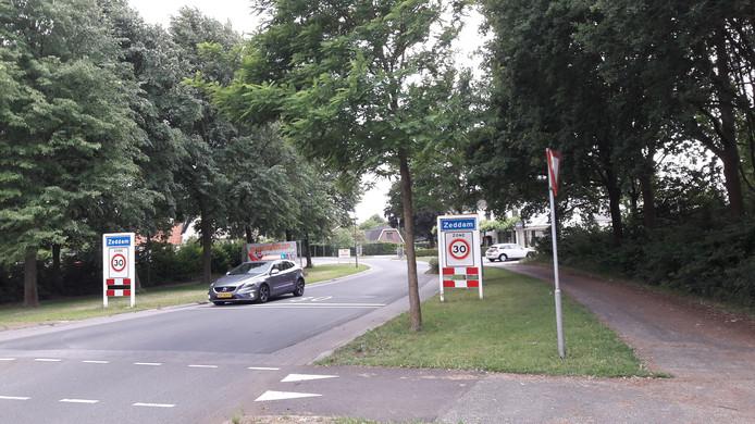 Tractoren en ander landbouwverkeer moeten over de Kilderseweg door Zeddam.