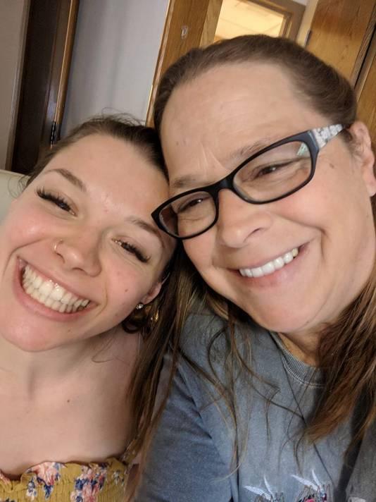 De 21-jarige Sarah Papenheim uit de Amerikaanse staat Minnesota werd tijdens een ruzie in haar Rotterdamse studentenkamer is doodgestoken. Haar moeder reist voor iedere rechtszaak tegen de verdachte Joël S.  naar Rotterdam.