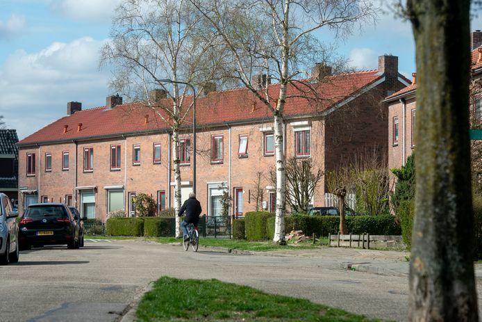 De Van der Duyn van Maasdamstraat in Dieren. Veel ouderen wonen nog in een eengezinswoning, terwijl hun kinderen de deur al uit zijn.