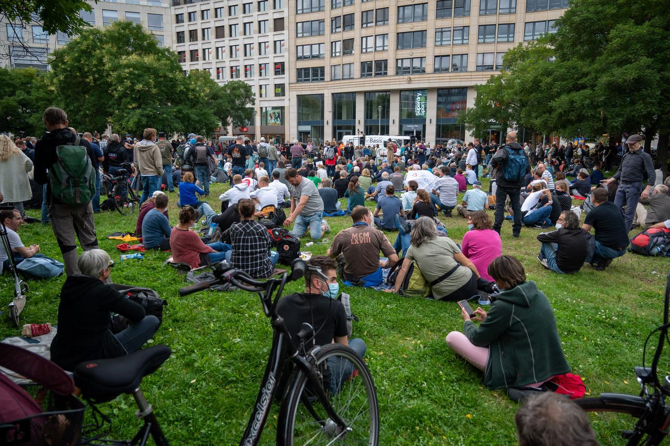 Verschillende manifestanten verzamelden zich bij de Leipziger Platz in Berlijn. (28/08/2021)