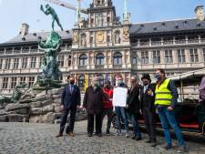 """Antwerpen eerste stad ter wereld die stadsgidsen verenigt: """"Gedaan met elkaar te beconcurreren"""""""