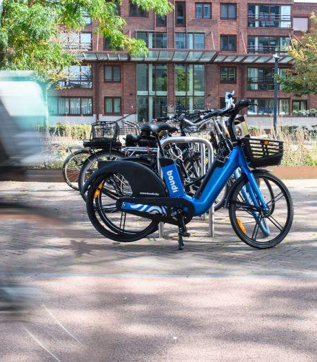Nu ook in Hengelo: blauwe e-bikes om te delen, mét boodschappenmandje