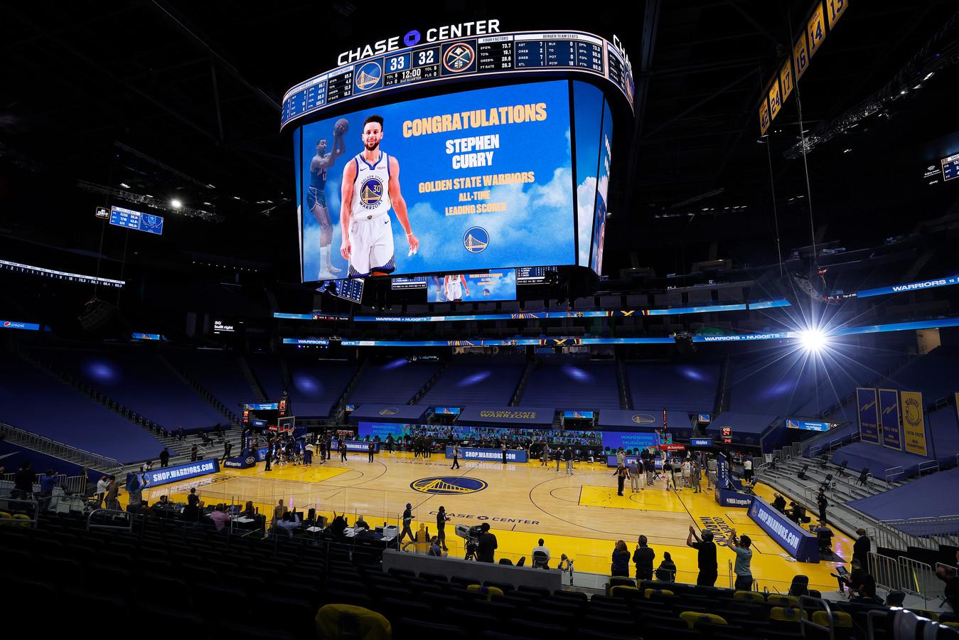Golden State Warriors feliciteert Stephen Curry met zijn record.