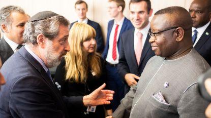 President van Sierra Leone bezoekt diamantwijk