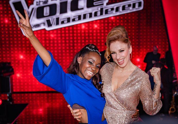 Grace wint 'The Voice van Vlaanderen'. Ze krijgt meteen gelukwensen van haar coach Natalia.