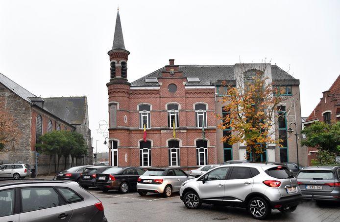 Onder andere het gemeentehuis van Buggenhout staat op de Inventaris van Onroerend Erfgoed.