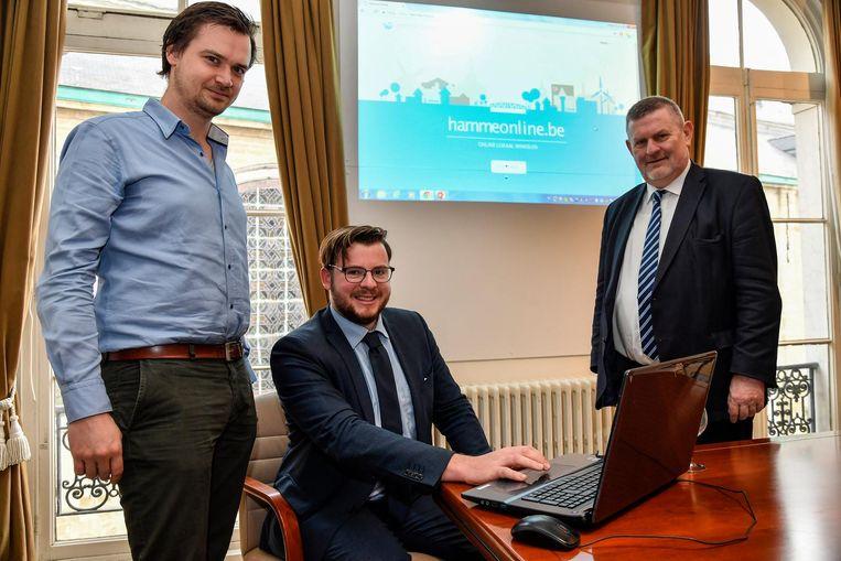 Bram De Winne, Maxim Sergeant en Herman Vijt stellen de nieuwe website voor.