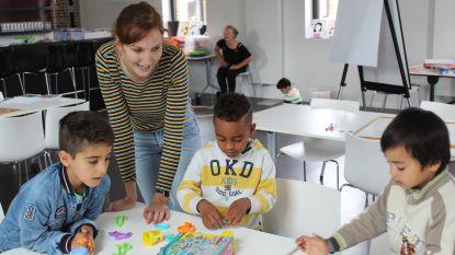 Juffen offeren eigen vakantie op om anderstalige kinderen les te geven