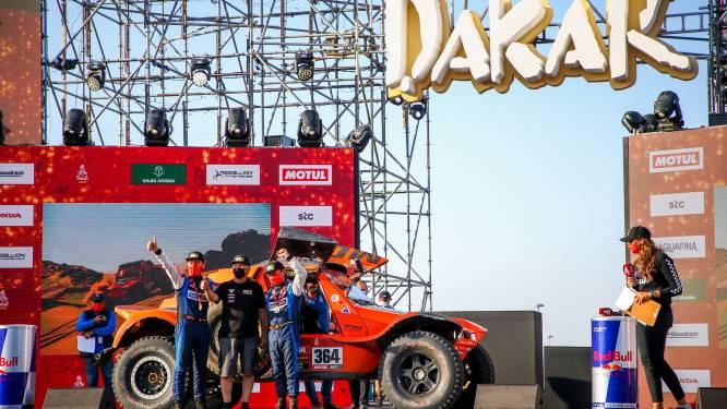 """Vader en zoon Imschoot sluiten eerste Dakar als beste Belgen af: """"We hebben afgezien, geploeterd en af en toe gevloekt, maar we zijn er"""""""