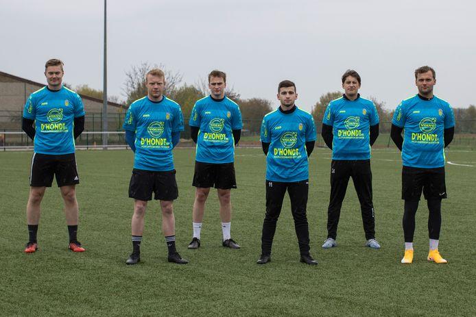 Tweedeprovincialer SV Sottegem haalde met (vlnr) Mathias Vandemaele, Jarne Van Iseghem, Brecht Hellebaut, Brent Lauwrenssens, Tibo Vandewalle en Daan Ronse zes nieuwkomers binnen. Alle zes tekenden zaterdagochtend paraat voor de eerste training van de club.