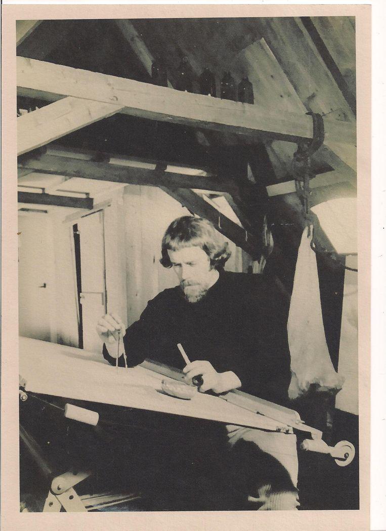 Reid de Jong aan de tekentafel in de jaren zeventig.jpeg Beeld