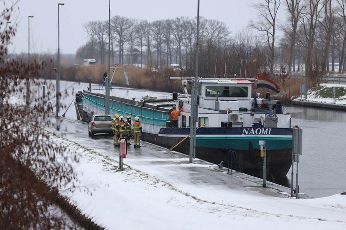 Nabij de sluis aan de Kanaaldijk Zuid in Schijndel is maandagochtend een schip in de problemen gekomen.