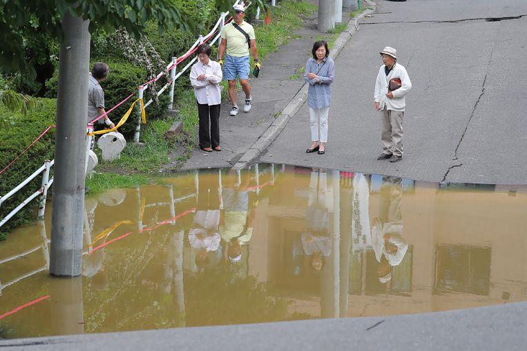 Een gebroken weg op het eiland Hokkaido in Japan.