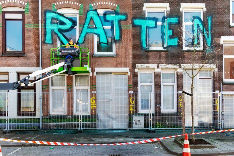 In de Tweebosbuurt in Rotterdam verzetten bewoners zich tegen sloop en de beloofde vernieuwing. Beeld Hollandse Hoogte / Hans van Rhoon