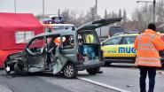 Man (42) wijkt af van rijvak en knalt op aanhangwagen: bestuurder komt om, slapende passagier in shock
