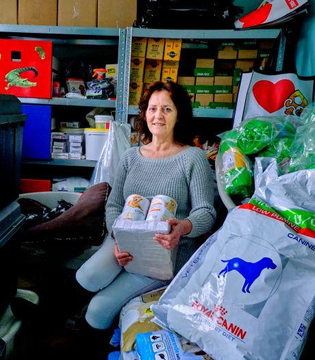 Astrid woont door dierenvoedselbank in een overvol huis: 'Ik zoek iemand met een dierenhart'