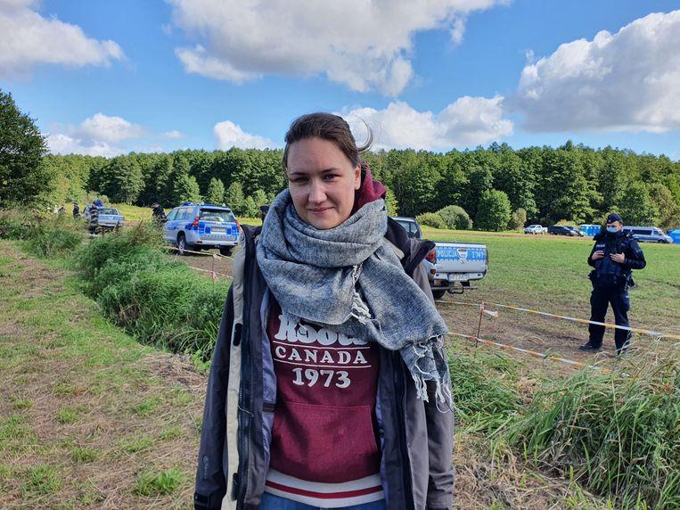 Kalina Czwarnóg voor het cordon bij de grens van Polen en Wit-Rusland. Beeld Ekke Overbeek