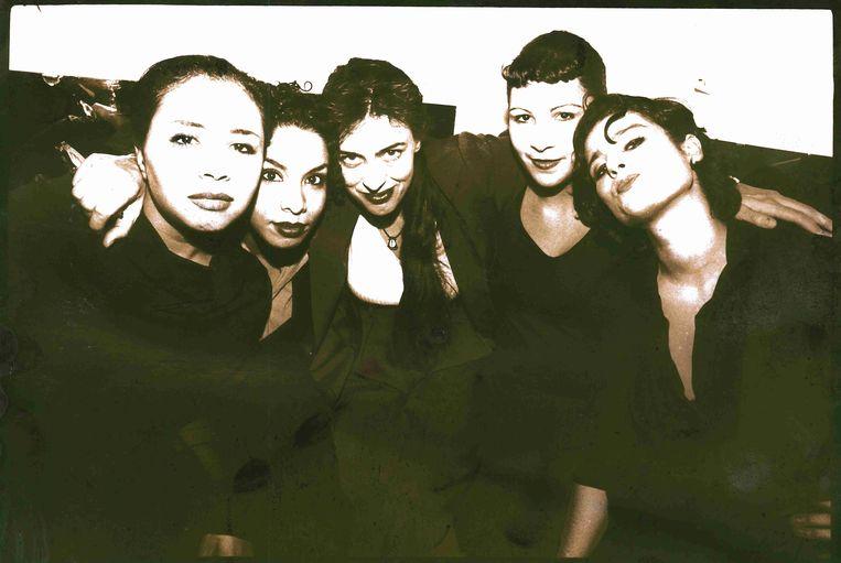 Vijf op je ogen 1998 van links af: Myriam Sahraoui, Amina Meliani, Adelheid Roosen, Latifa Saghir, Jamila El Maroudi. Beeld rv