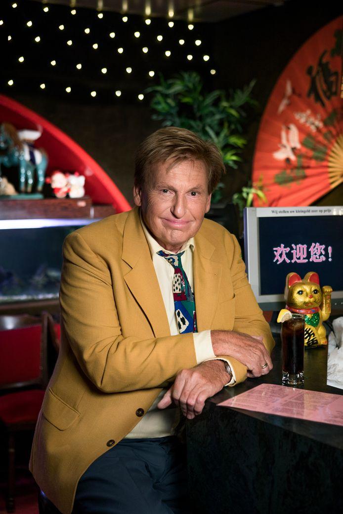 Henny Huisman is de grote televisieman van de jaren '90, met onder meer de Mini Playbackshow.