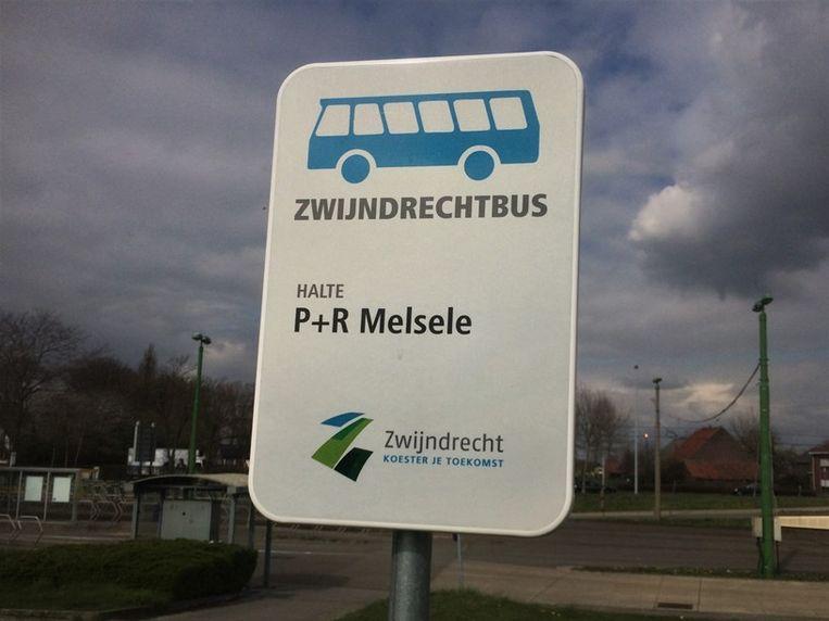 De Zwijndrechtbus doet ook nu nog zijn ronde.