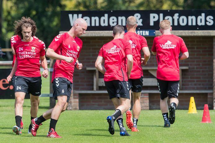 De selectie van Go Ahead Eagles traint deze week vanwege de verwachte hitte op aangepaste tijden in Terwolde.