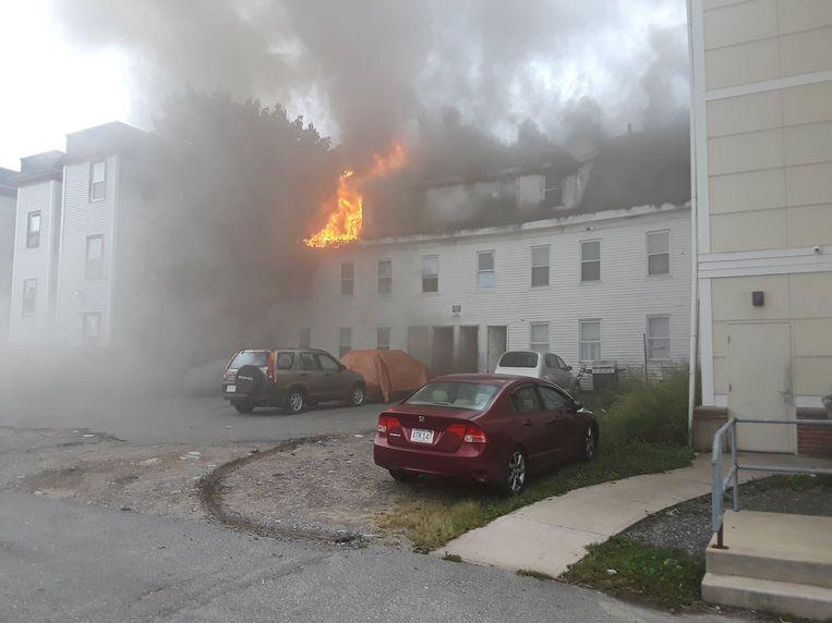 Een brandend huis in Lawrence. Beeld REUTERS