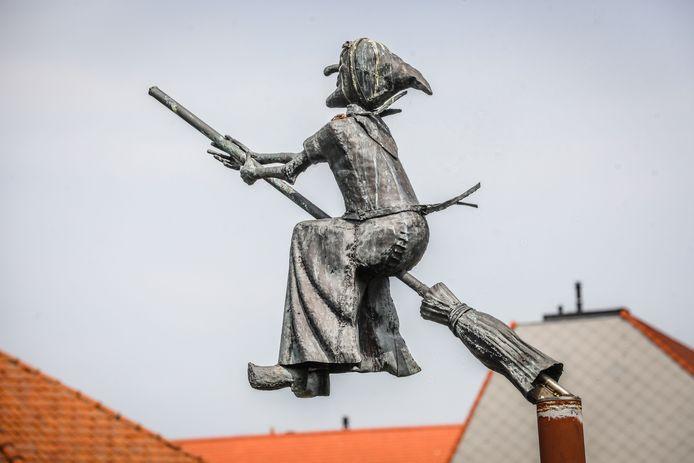 Het beeld van Jeanne Panne in Nieuwpoort.