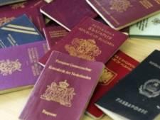 Somaliër met zeven paspoorten zegt dat hij zijn zusje wilde helpen, maar OM ziet hem als mensensmokkelaar