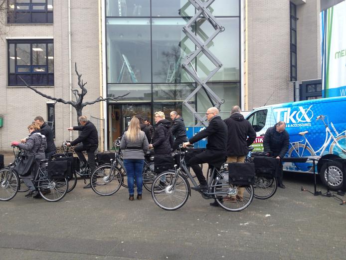 De eerste elektrische fietsen werden dinsdagmiddag uitgedeeld in Veghel.